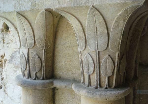 Capiteles del claustro de Fontenay. Foto R.Puig