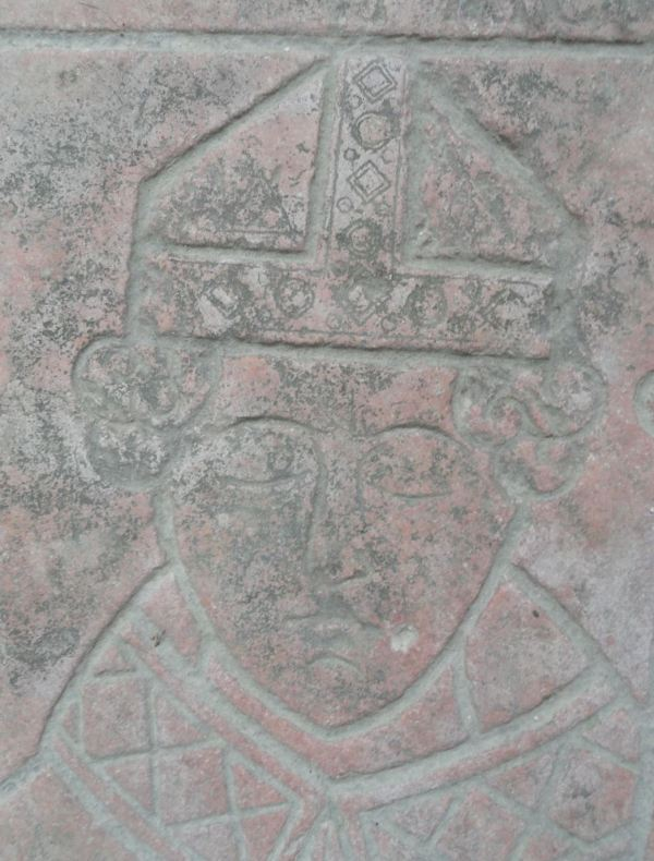 Detalle de la tumba del obispo inglés Ebrard de Norwich. Fontenay. Foto R.Puig