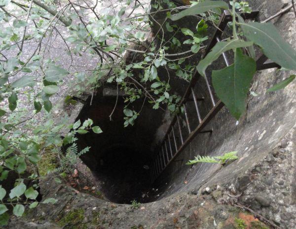 Escalera de acceso a un bunker de defensa de la provincia de Amberes. Foto R.Puig