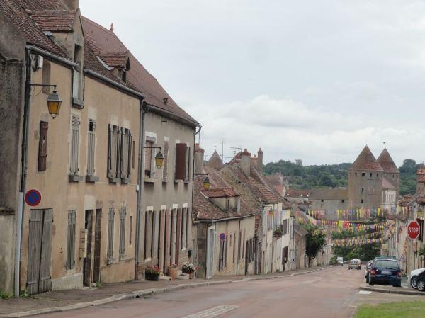 Llegando a Semur-en-Auxois en Borgoña. Foto R.Puig