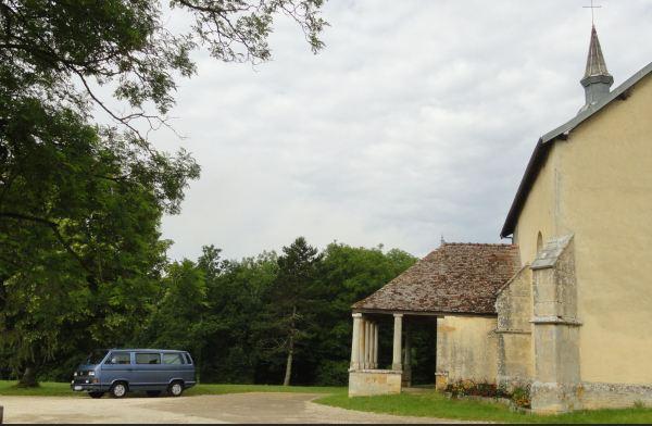 Pausa junto a la capilla. Selongey. Foto R.Puig
