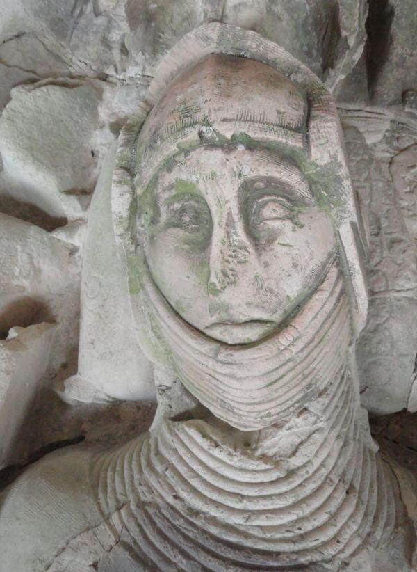 umba de Mello d'Époisses en la iglesia abacial de Fontenay. Detalle. Foto R.Puig