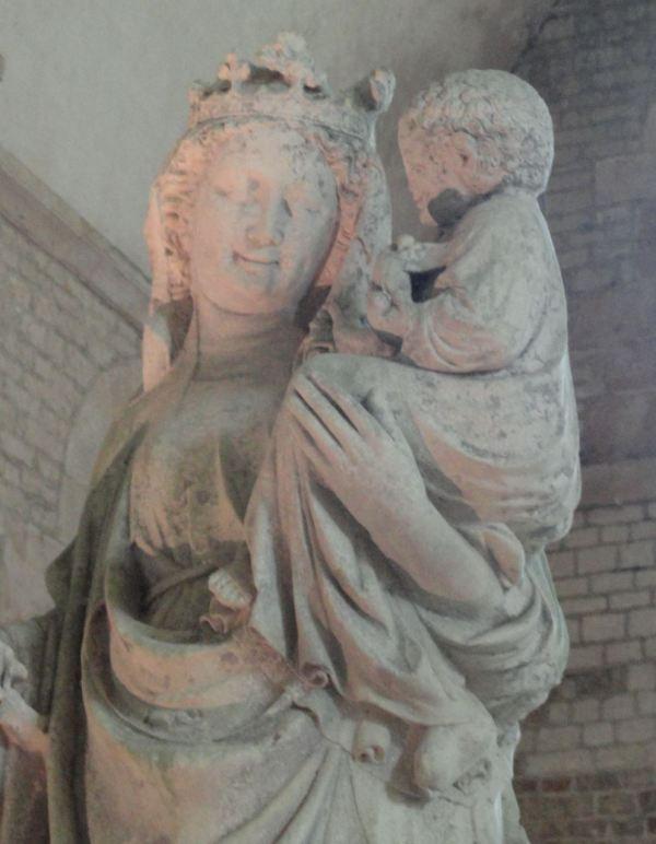 Virgen gótica en la abacial de Fontenay. Fines del siglo XIII. Foto R.Puig