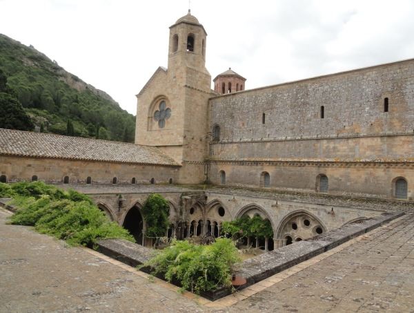 El claustro desde los jardines. Abadía de Fontefroide. Foto R.Puig