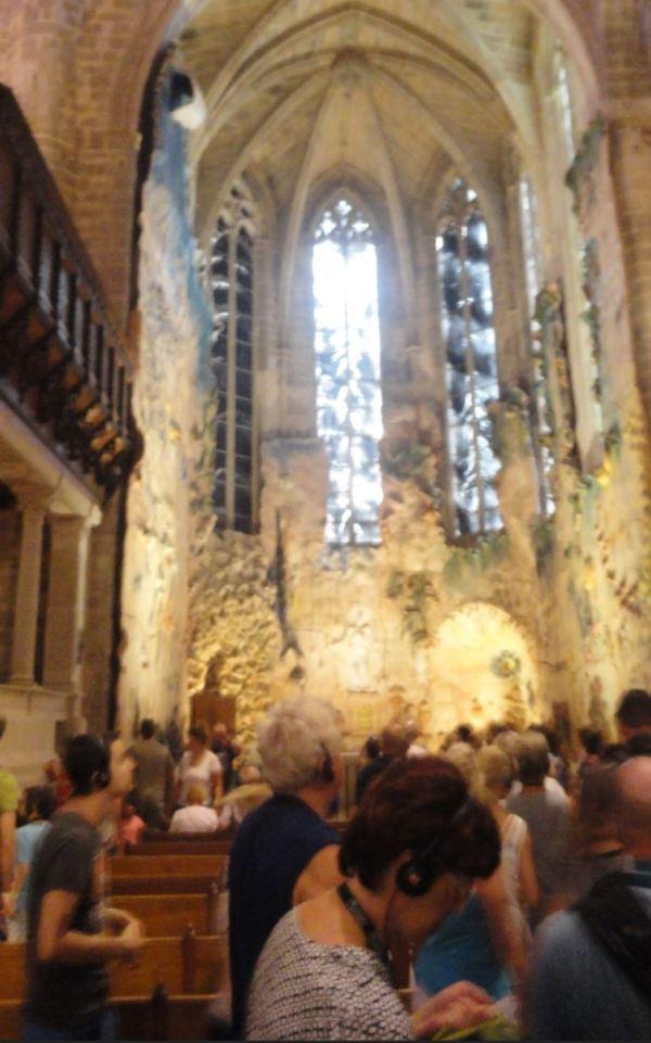 TTuristas en la capilla de Barceló. Foto R.Puig