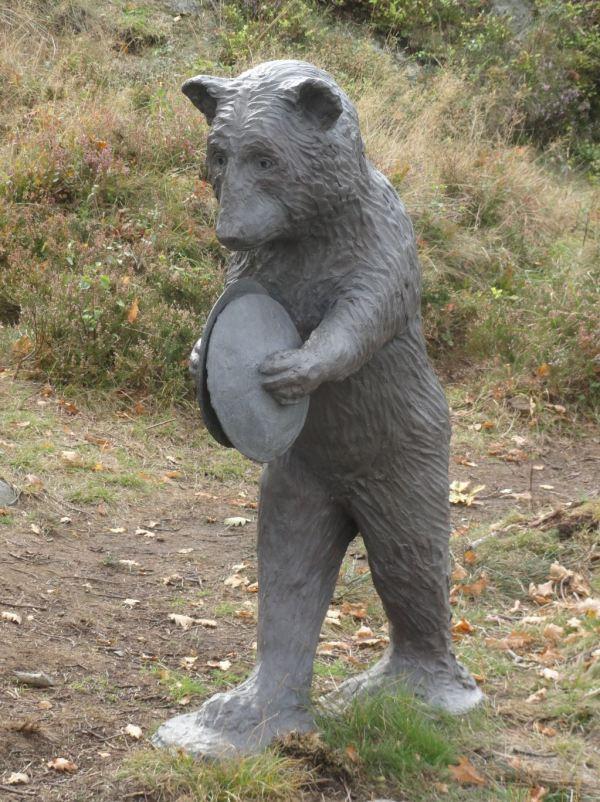 El oso tachin tachan. Bronce. Laura Ford. Pilane 2018. Foto R.Puig