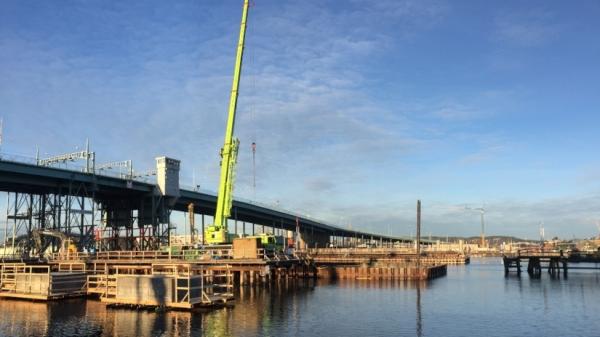 Obras del nuevo puente junto al antiguo. Foto Skanska