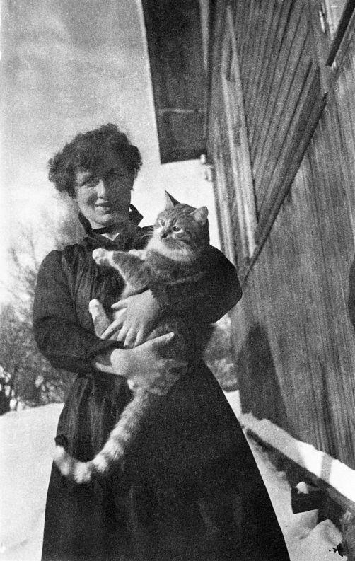 Edith Södergran con su gato Totti. www.sls.fi