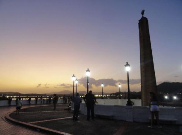 Ciudad de Panamá. Por el malecón. Foto R.Puig