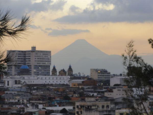El Volcán del Agua desde Ciudad de Guatemala. Foto R.Puig