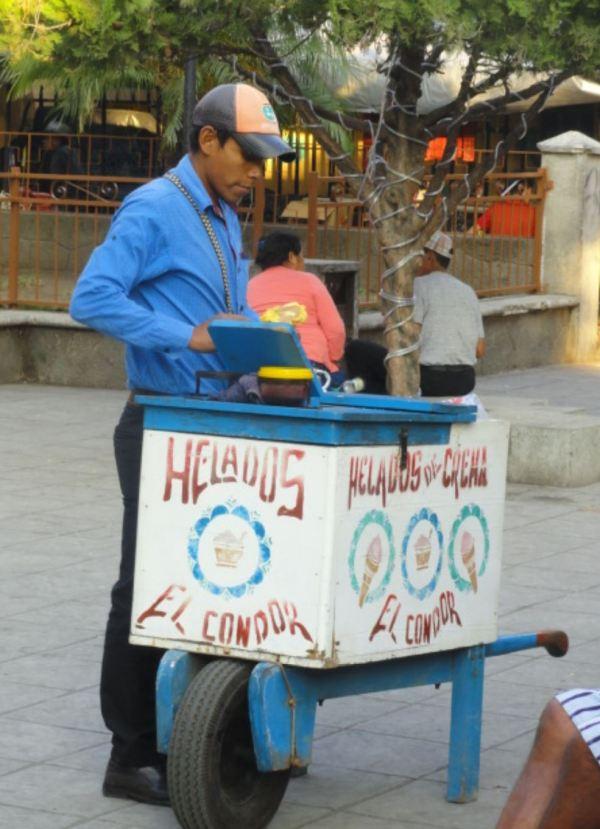 Al rico helado en Santiago Atitlán. Foto R.Puig