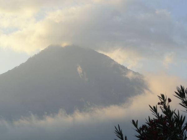 El volcán San Pedro desde Santiago de Atitlán.Foto R.Puig