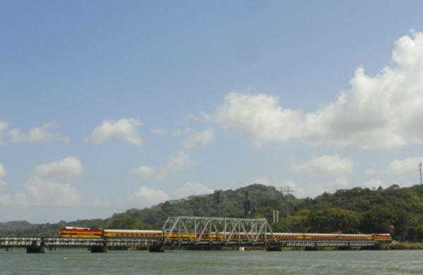 En el Canal de Panamá. Foto R. Puig