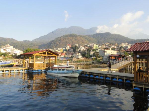 En el embarcadero de Santiago Atitlán. Foto R.Puig