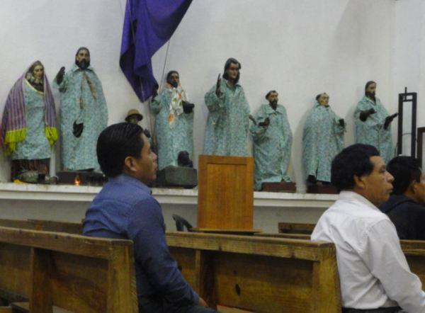 Ensayando en la iglesia de Santiago Atitlán. Foto R.Puig