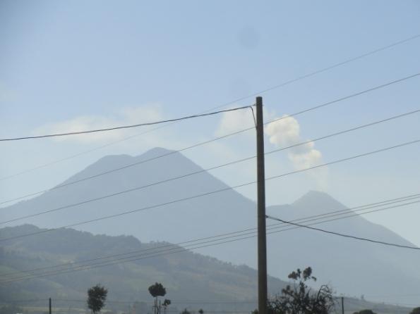En ruta hacia el lago de Atitlán. volcanes del Agua y del Fuego. Foto R.Puig
