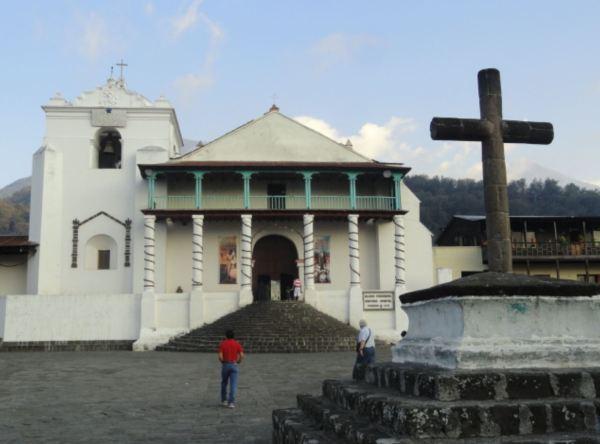 La iglesia de Santiago Atitlán. Foto R.Puig