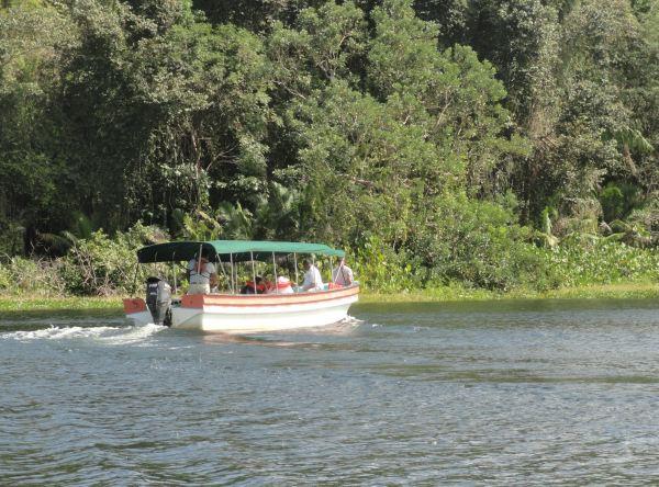 Por el lago Gatún. Foto R.Puig