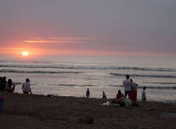 Puesta de sol en Huanchaco. Foto R.Puig
