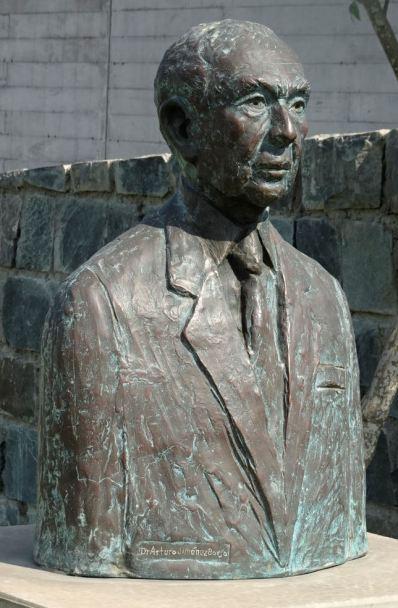 Arturo Jiménez Borja, fundador de los mueseos de sitio del Perú. Pachacamac. Foto R.Puig