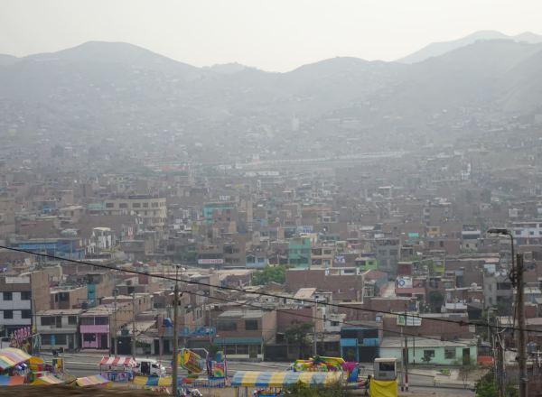 Salida de Lima por la Panamericana Norte. Foto R.Puig