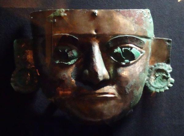 Museo Brüning. Máscara funerariade la cultura Lambayeque. Foto R.Puig