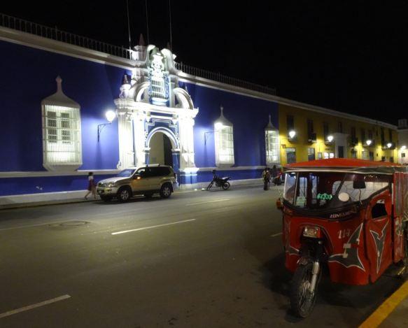 Trujillo. Fachadas de la Plaza de Armas. Foto R.Puig