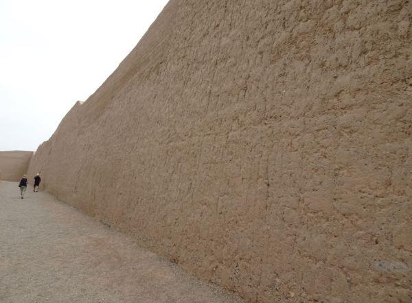 Chan Chan. La muralla exterior de Nik An. Foto R.Puig