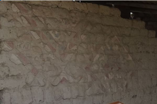 El muro repuesto con el Decapitador. Foto R.Puig