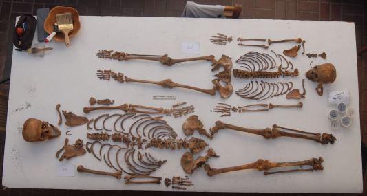 Esqueletos de niños sacrificados. John Verano . Tulane University