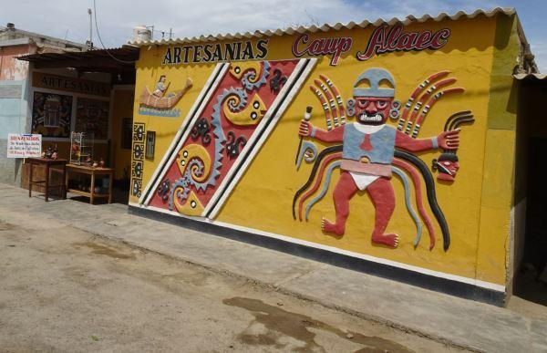 """Tienda de artesanía """"Caup Alaec"""". Magdalena de Cao. Foto R.Puig"""