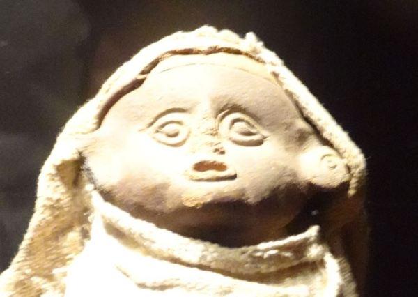 Vasija con tejidos. Cultura Lima. Museo Huaca Pucllana. Foto R.Puig