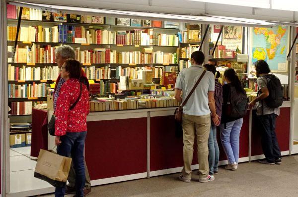 En la Feria del libro antiguo y de ocasión.. Foto R.Puig