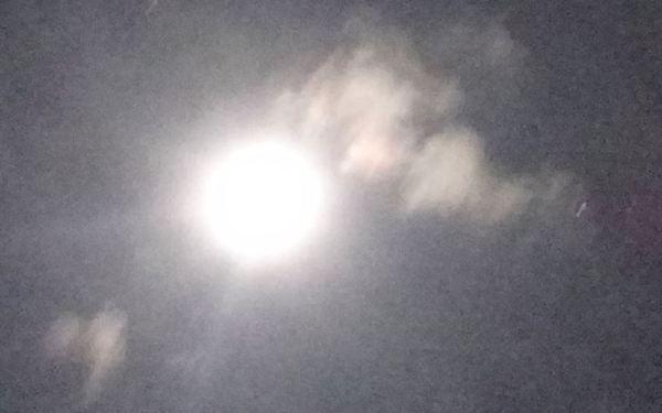 La luna lucha con las nubes 5. Foto R.Puig