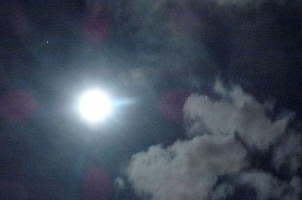 La luna se abre paso. Foto R.Puig