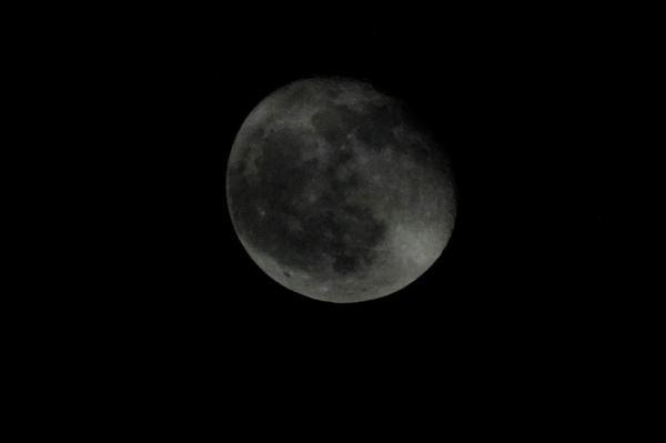 Luna de luto en noviembre. Foto R.Puig