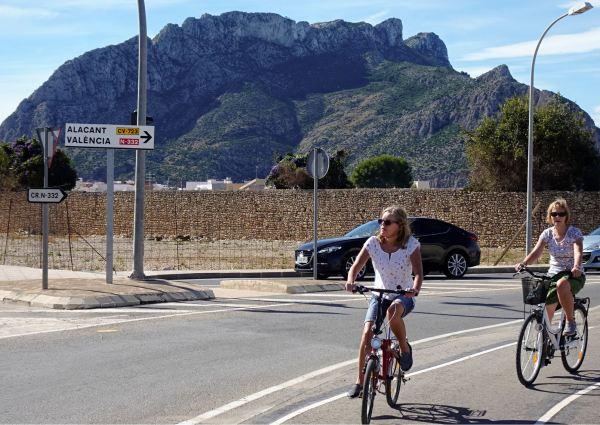 Por la entrada al centro de Els Poblets. Foto R.Puig
