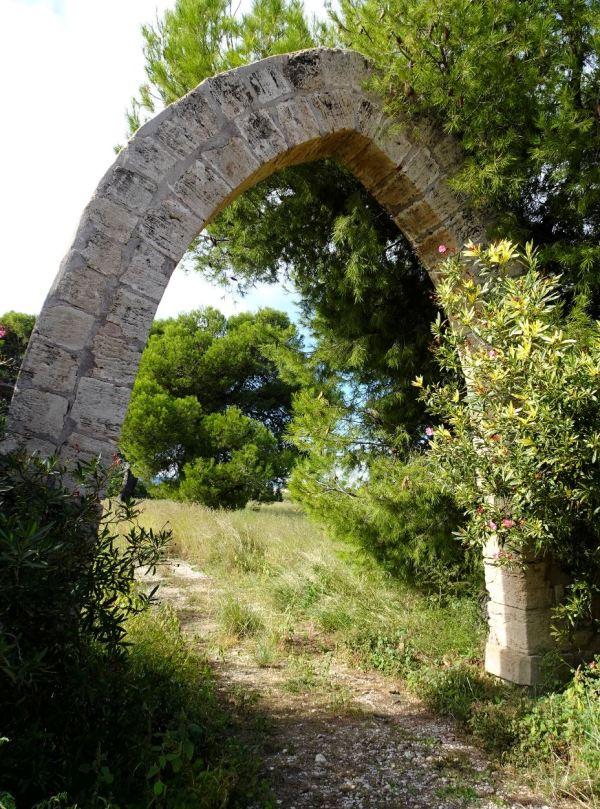 Restos del pasado. Els Poblets. Foto R.Puig