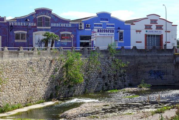 Sobre la cascada. Els Poblets. Foto R.Puig