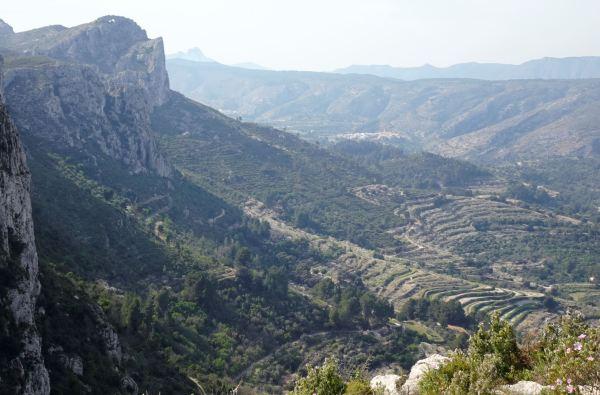 La Foradada, cima de la Albureca y Benissili desde las alturas sobre el Corral de l'Urbà. Foto R.Puig