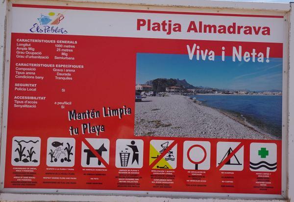 Playa de la Almadrava. Las normas. Foto R.Puig
