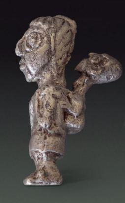 Mujer con bebé. Museo Nacional de Arqueología, Antropología e Historia del Perú